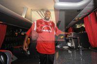 Darius Hall - FC Bayern Basketball - neuer Mannschafts Bus - Sponsor MAN 2011