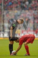 Mehmet Scholl und DFB Schiedsrichter Lutz Wagner - Fotoagentur Sofianos Wagner Muenchen